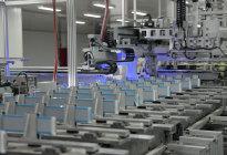 探秘比亚迪电池工厂:除了不自燃,刀片电池还有什么优势?