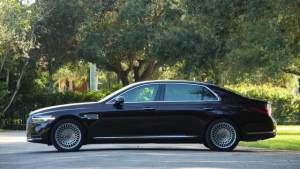 这款韩系车不好惹,对标BBA旗舰轿车,大灯设计就值50万