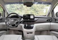 《汽车先锋》测评:荣威iMAX8对比别克GL8