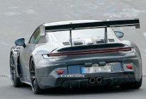 保时捷911 GT3 RS赛道谍照,设计更显夸张,或明年亮相